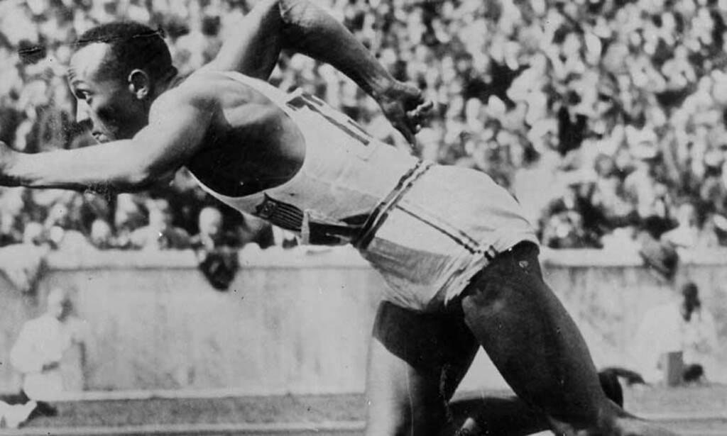 LANGTLEVENDE REKORD: Jesse Owens vant gull på 100 meter, 200 meter, stafett og i lengde. Først i Los Angeles ble den bragden kopiert, av Carl Lewis. Foto: ADIDAS
