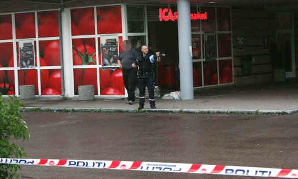 RAN: Ranerne forlot stedet i det politiet tror er en sølvfarget Volkswagen Polo. Bilen skal like etter ha vært innblandet i et trafikkuhell i nærheten. Foto: Espen Hovde