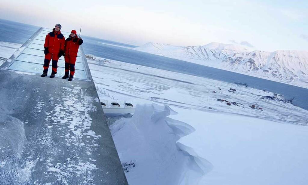 SPENNINGER: Vi trenger en tydeligere erkjennelse av interessemotsetninger og spenninger mellom ulike sider av norsk utenrikspolitikk, skriver forfatterne av«Norske Interesser». Bildet viser Stoltenberg (t.v.) sammen med EU-topp Jose Manuel Barroso, på Svalbard. Foto: Håkon Mosvold Larsen / SCANPIX