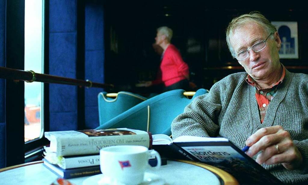 BLE SLÅTT: Forfatter Karsten Alnæs ble banket opp av sin strenge prestefar da han var liten. Nå forteller han om opplevelsene i sin nye bok. - Jeg skalv av redsel for faren min, forteller han. Foto: SCANPIX
