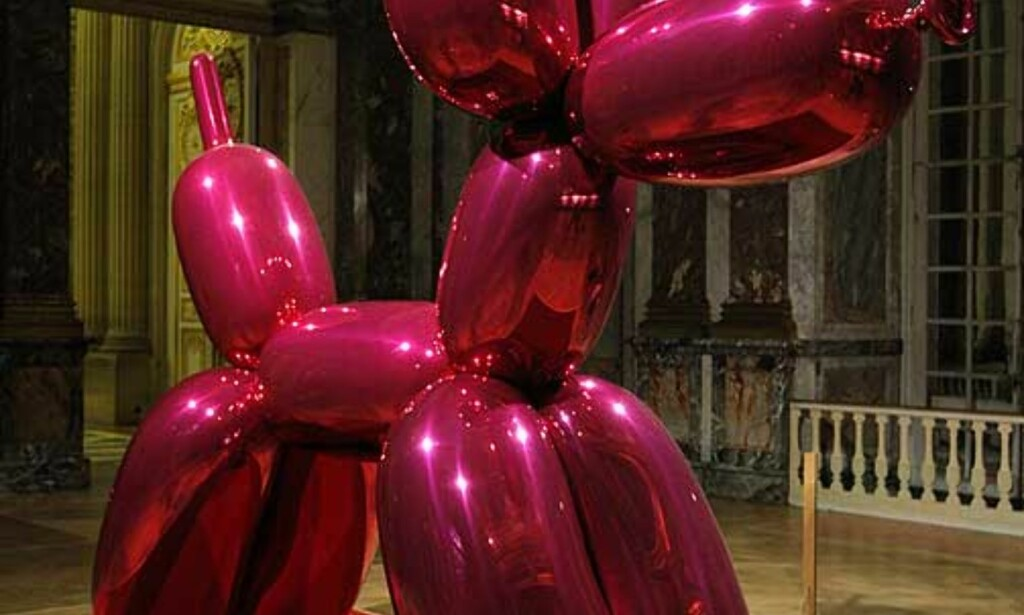 BALLONGHUND: Kunstverket titulert «Balloon Dog». Foto: SCANPIX/REUTERS