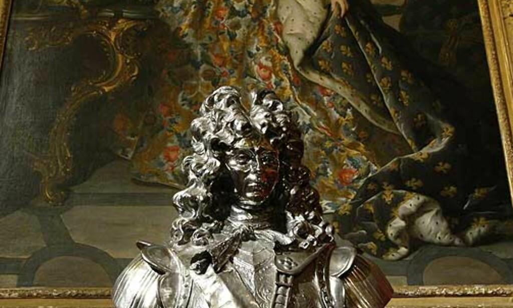 NATURLIG: Koons er selv inspirert av barokk kunst man finner i Versailles. Her er hans skulptur «Louis XIV». Foto: SCANPIX/REUTERS