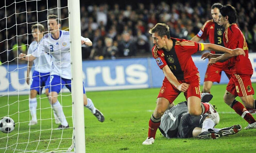 SCORET TRE: Miroslav Klose scoret sitt 42., 43. og 44. landslagsmål for Tyskland, og reddet dermed 3-3 borte mot Finland. Foto: AP