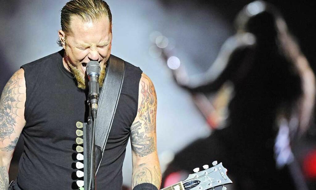 TILBAKE TIL RØTTENE: Metallica greier langt på vei å    gjenskape stemningen fra sine tidlige plater, men plages av til dels sviktende kondis og skurrende produksjon, mener vår anmelder. Her er Metallica-vokalist James Hetfield under en konsert i Berlin i går, i anledning den nye skiva. Foto: SCANPIX