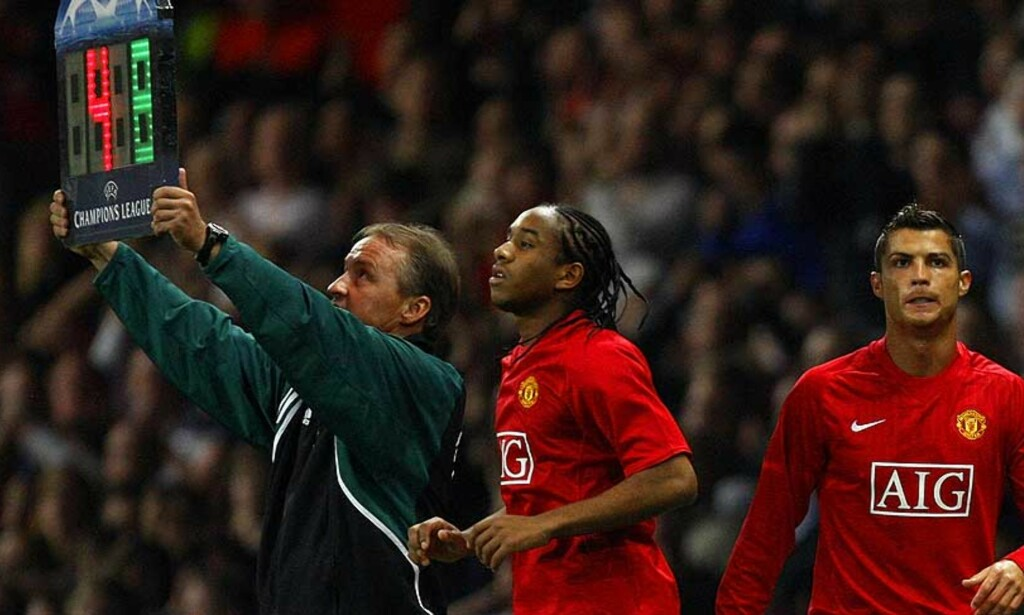COMEBACK: Ronaldo kom inn sammen med Anderson. Til massivt jubelbrus fra Old Trafford. Foto: EPA