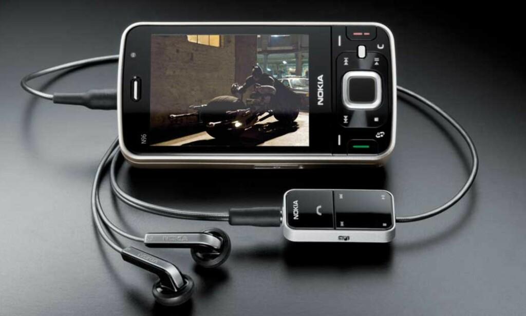 HAR ALT BORTSETT FRA STORE NYHETER: Nokias N96 er en fabelaktig telefon, men oppleves som et dårligere kjøp enn forgjengeren N95, mener Dagbladet.nos anmelder. Foto: NOKIA
