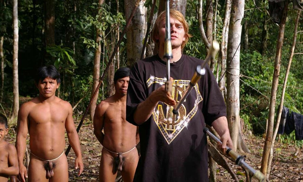 ER DET EN BLØFF?: Familien Prøis fra Svelvik står fast på at «Den store reisen» framstiller virkeligheten på en korrekt måte. Norsk antropolog synes derimot programmet er trist. FOTO: STRIX  TELEVISJON AS