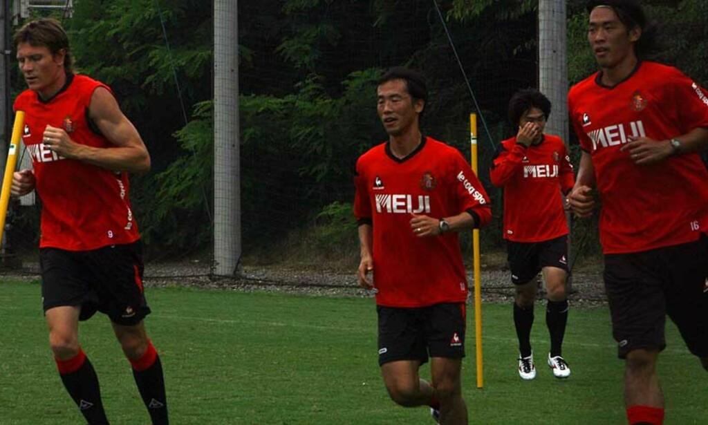 BERGET POENG: Frode Johnsen, her under trening med Nagoya Grampus Eight, scoret tre minutter på overtid. Foto: Tormod Brenna, Dagbladet