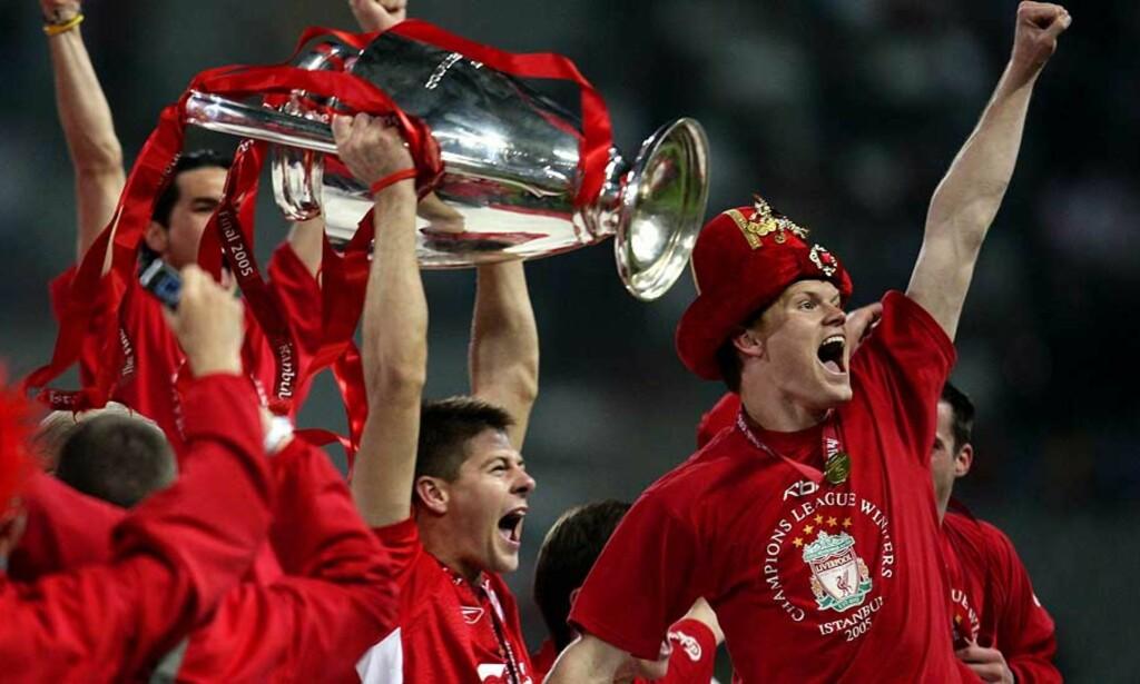 TOK RIISE PÅ SENGA: John Arne Riise hadde nettopp opplevd sitt største høydepunkt i karrieren, og vunnet Champions League-finalen med Liverpool. Eks-manager Gerard Houllier mente likevel tiden var inne for å ta et oppgjør med Riises negative uttalelser i media. Foto: REUTERS