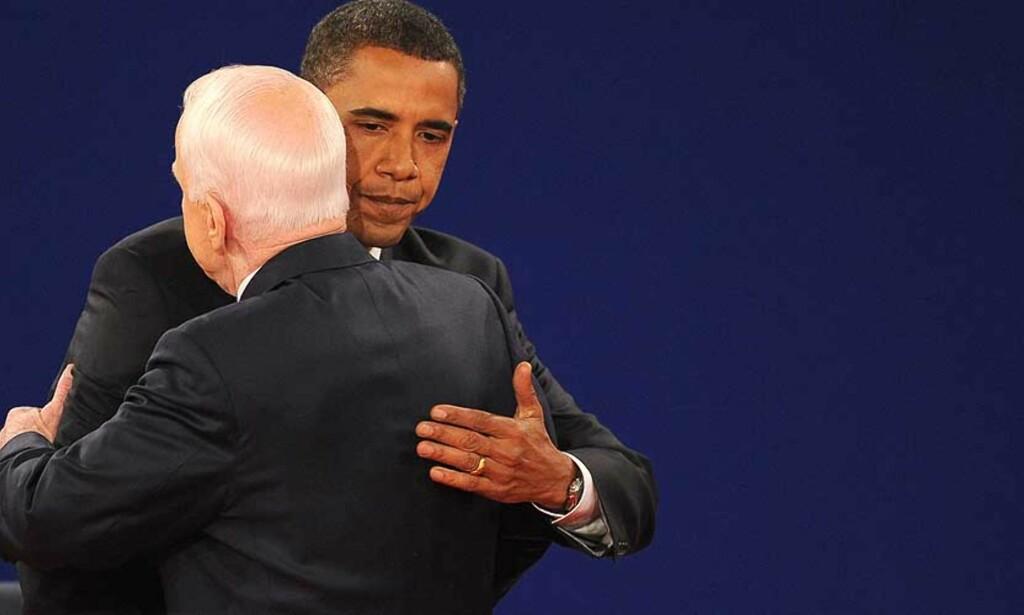 TRE UKER OG EN DEBATT IGJEN: John McCain og Barack Obama etter forrige debatt i Nashville. Onsdag møtes de til siste debatt på Hofstra University. Foto: AFP PHOTO PAUL J. RICHARDS/SCANPIX