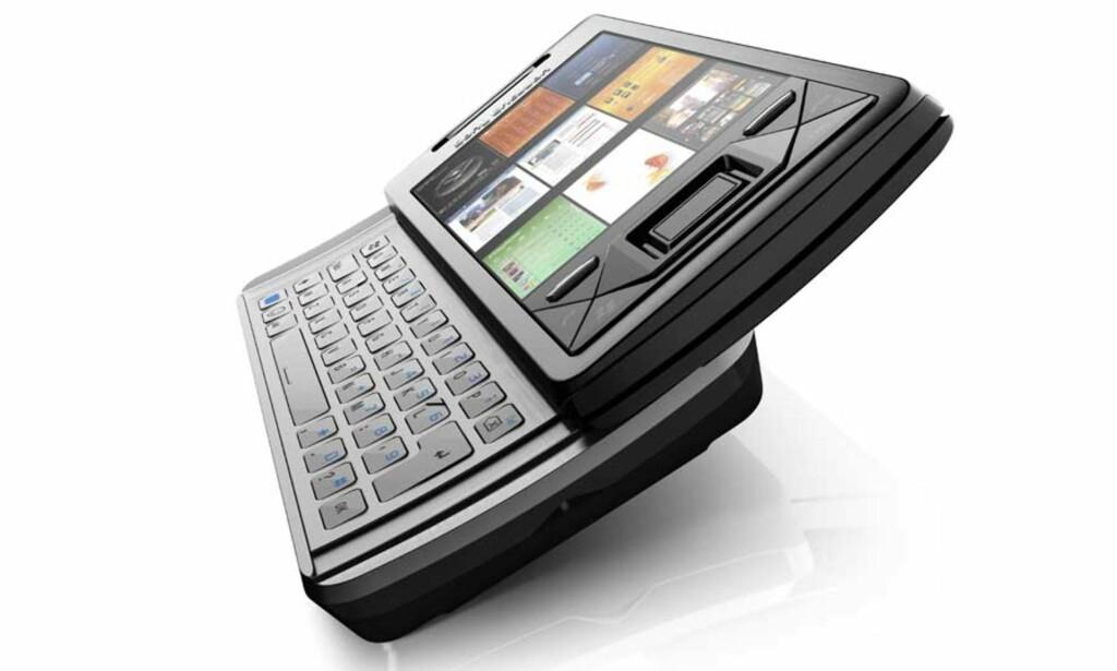 PANELER: Sony Ericssons nye toppmodell Xperia X1 er utsyrt med betjeningspaneler som styres med fingrene på den høyoppløste berøringsskjermen. Men like under overflaten lurer Windows Mobile, og da er det fram med pekepennen, skriver Dagbladet.nos anmelder. Foto: SONY ERICSSON