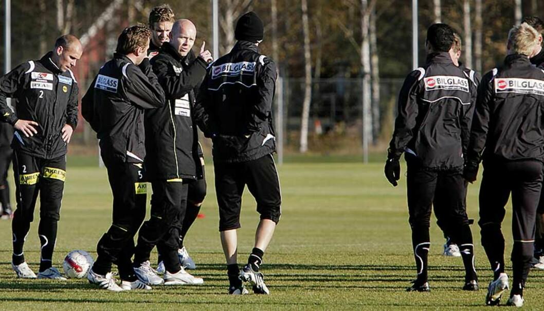 <b>REDNINGSMANN?</b> Henning Berg ble hentet inn til Åråsen denne uka, for å sørge for at Lillestrøm berger plassen i Tippeligaen. Foto: ESPEN RØST