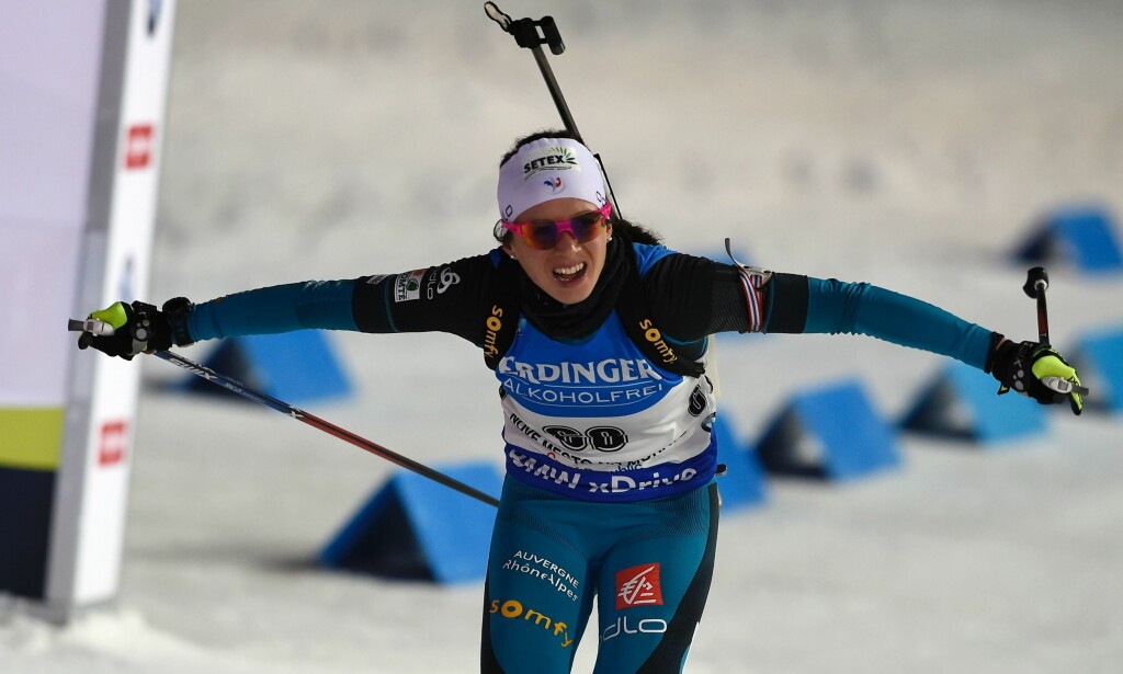 FRANSK JUBEL: Anais Chevalier vant kvinnenes jaktstart, lørdag. Foto: AFP PHOTO / Michal CIZEK / NTB Scanpix
