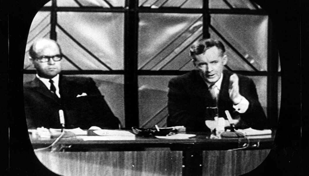 <strong><b> NRK-STJERNER I SORT-HVITT:</strong> </b> Per Øyvind Heradstveit (t.v.) og Kjell Arnljot Wig var kongene i norsk fjernsyns barndom. Her med programmet Åpen Post fra 1967. Arkivfoto: IVAR ASSERUD/SCANPIX.