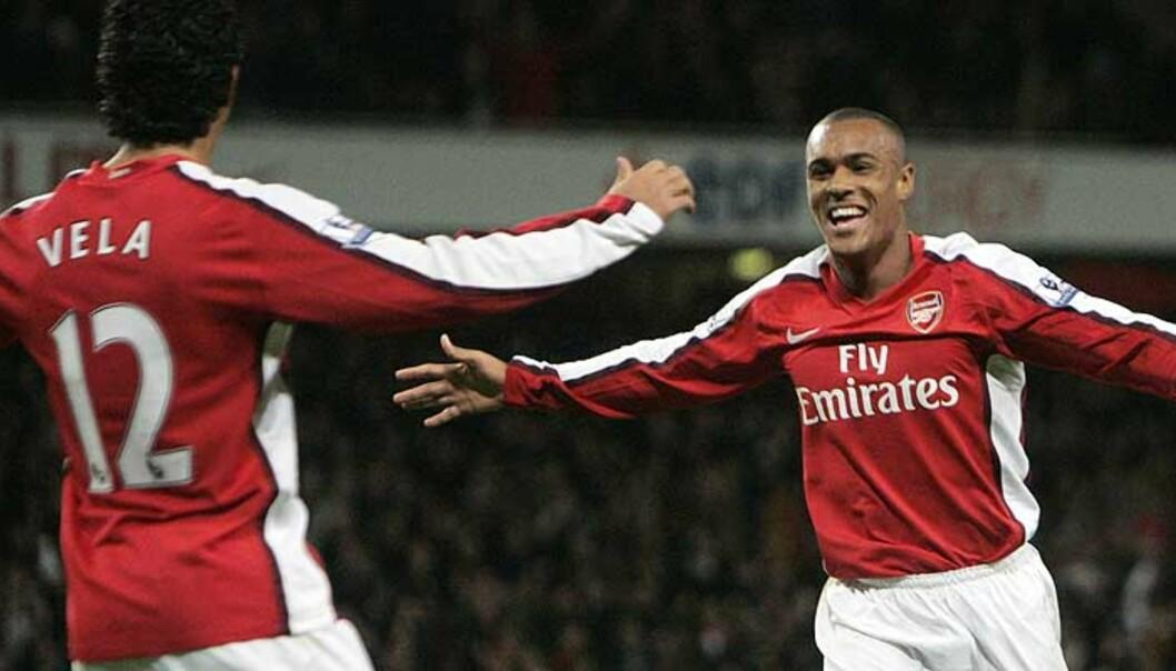 <strong><b>UNGT DRØMMEPAR:</strong></b> Carlos Vela og Jay Simpson scoret alle målene for Arsenals juniorer mot Wigan. Foto: LUKE MACGREGOR/ Reuters
