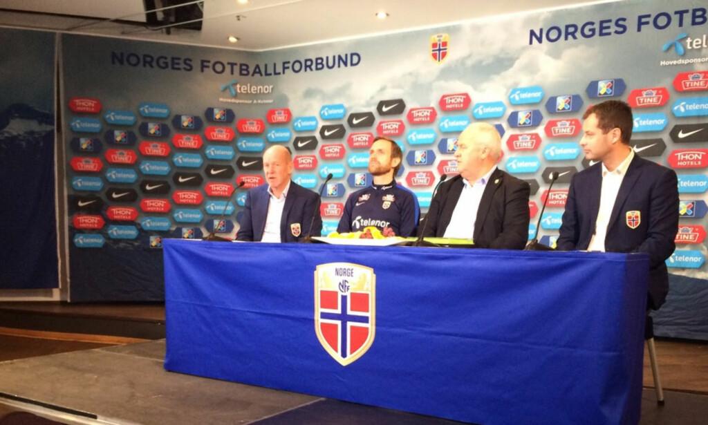 TAR OVER LANDSLAGET: Martin Sjögren (nummer to fra venstre) tar over det norske kvinnelandslaget. Foto: Endre Lübeck / Dagbladet