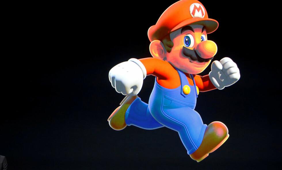 RØRLEGGER: Super Mario hopper inn på mobilen til millioner av mennesker. illustrasjon: REUTERS/Beck Diefenbach/File Photo
