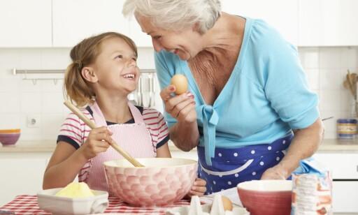 BAKEGLEDE: Det er ikke rart om neste generasjon gir blaffen i bestemors oppskrifter, hvis hun aldri har delt kunnskapen, mener Arnt Steffensen i Kost- og ernæringsforbundet.