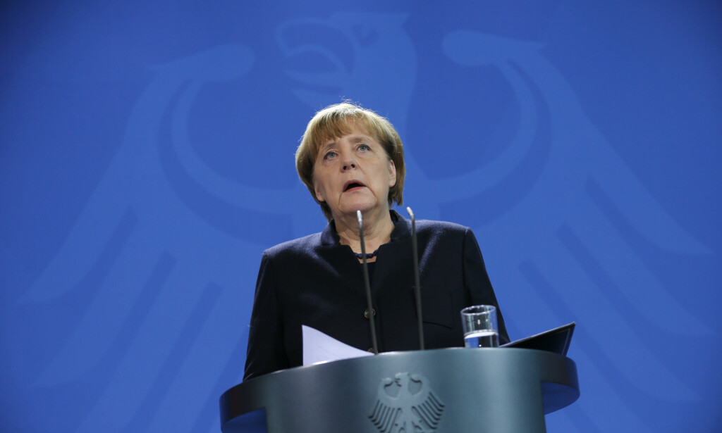 PRESSEKONFERANSE: Angela Merkel holdt en kort pressekonferanse klokka 11.00 i formiddag. Foto: Reuters / NTB Scanpix