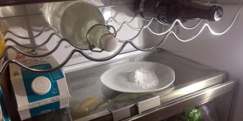 Prøv bakepulver mot den vonde lukta i kjøleskapet