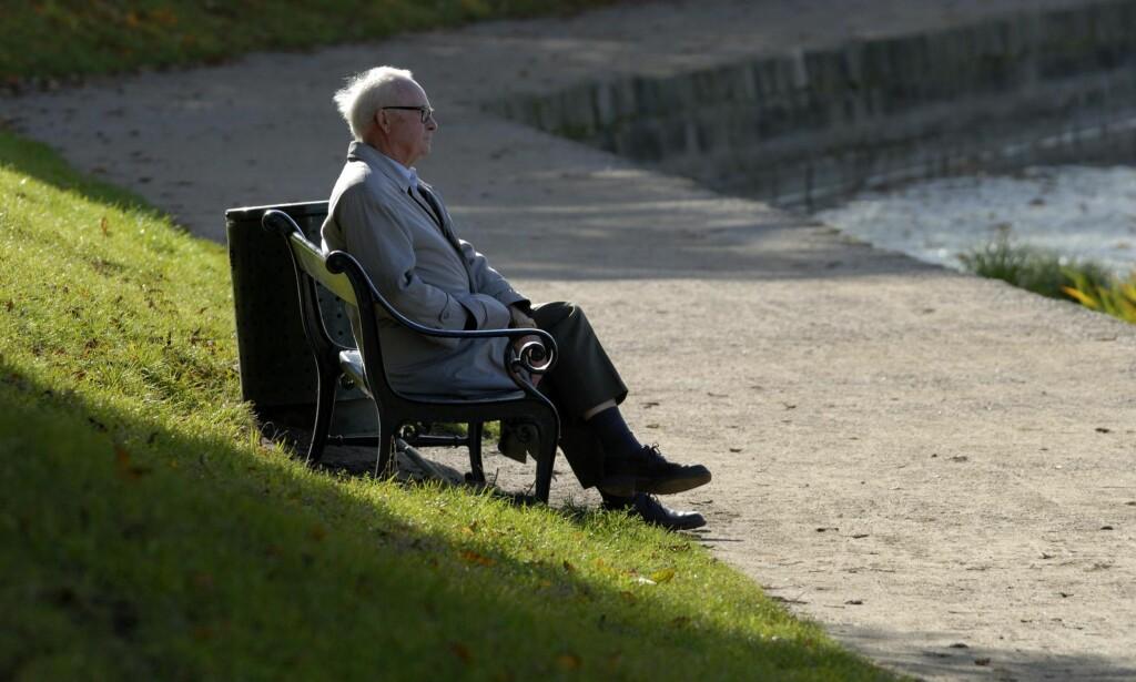 VOND TID: En av ti eldre i Norge sier de er ensomme. Det kjennes ekstra vondt for noen i jula, når «alle andre» har sine fellestradisjoner og er sammen. Samtidig er det mer oppmerksomhet rundt problemet. Foto: Henrik Pyndt Sørensen / NTB Scanpix