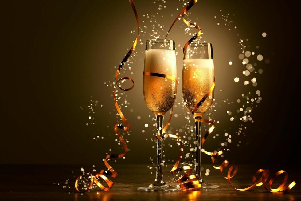 DET LILLE EKSTRA: Ønsker man bobler til nyttårsmiddagen eller til hygge tidligere på kvelden er det definitivt verdt å spandere noen ekstra kroner for en flaske champagne. Foto: Shustterstock / NTB Scanpix