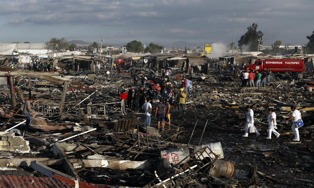 STORE SKADER: Den enorme fyrverkerieksplosjonen gjorde store materialle skader. Foto: AP Photo / Eduardo Verdugo / NTB scanpix