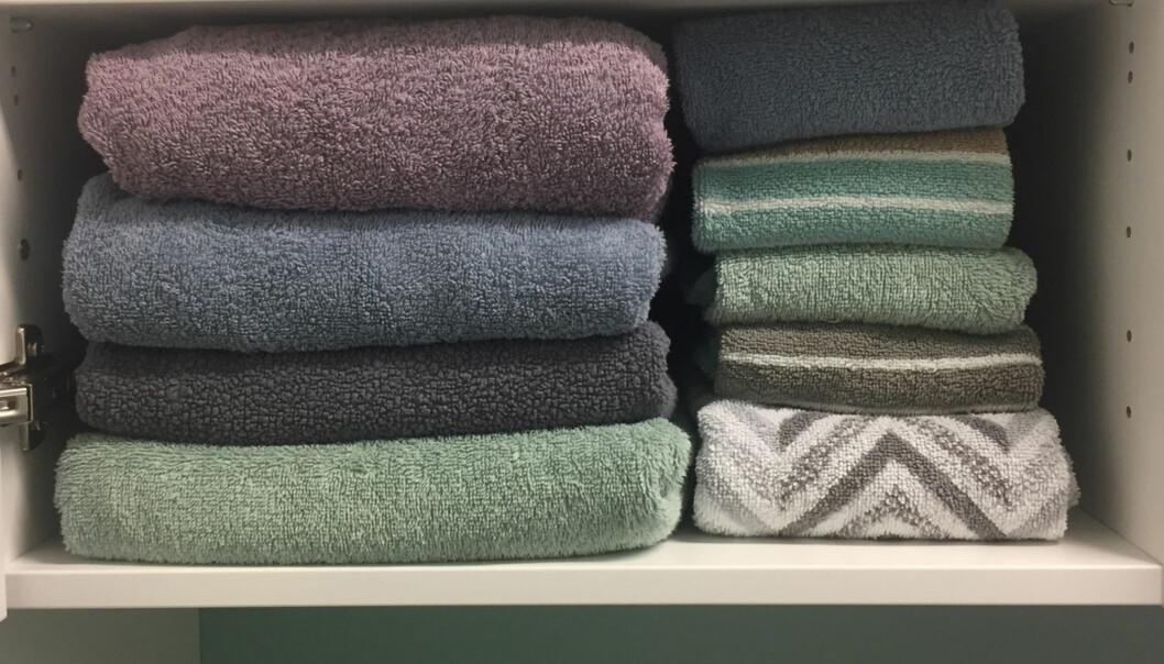 Brett håndklærne med hotell-metoden