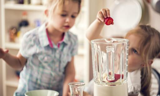 TIPS: Både middagsmat og smoothie er gøy for de små. Slik blir også råvarene mindre skumle, og morsommere å spise.