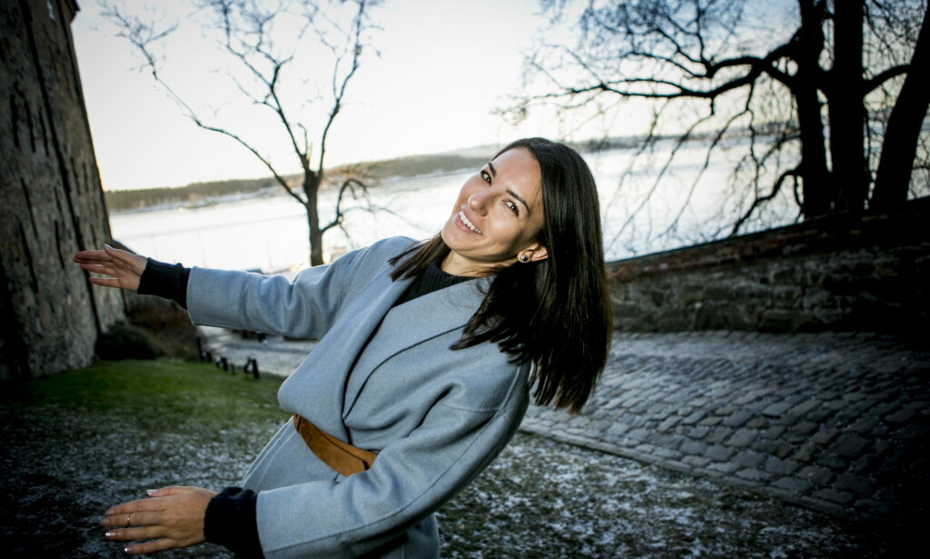 TVAKTUELL: Selda Ekiz er aktuell med en ny sesong av NRK-programmet «Anno». Her ved Akershus festning der hun tidligere har spilt inn innslag til serien. Foto: Christian Roth Christensen / Dagbladet