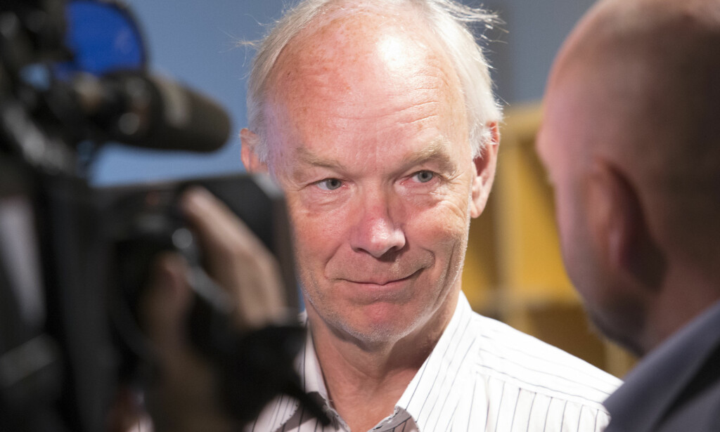 RASER MOT OLEMIC: Per Olaf Lundteigen mener det er umulig å ta ansvar ved å bli i sin stilling - og ber Olemic Thommessen gå umiddelbart. Foto: Terje Bendiksby / NTB scanpix
