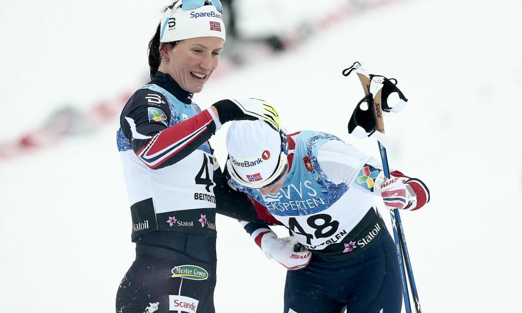 IKKE FOR DØVE: Marit Bjørgen vant kvinnenes 10 km fristil under Beitosprinten. Her sammen med Heidi Weng, som kom på 2.plass. Nå kan det bli vanskelig for døve å følge med på vintersport da NRKs tekstere slutter. Foto: Bjørn Langsem / Dagbladet