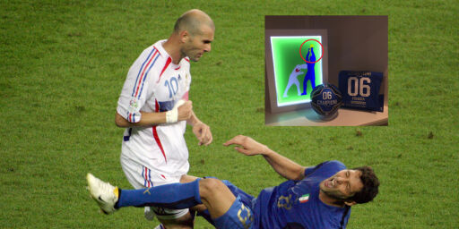 image: Ti år etter nedskalling håner han Zidane med denne nye detaljen