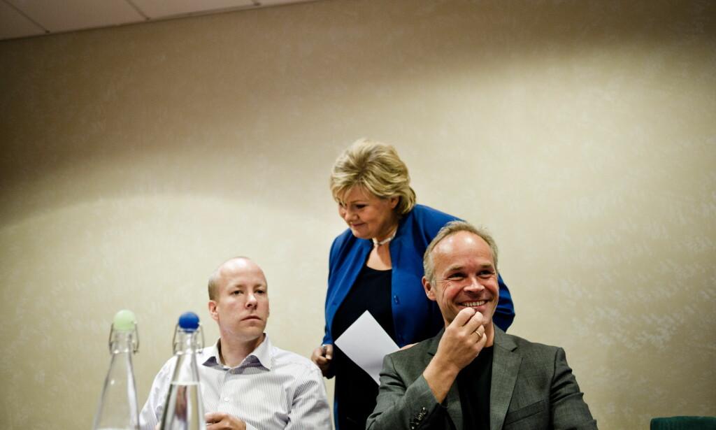 SELVKRITIKK: Statsministerens stabsjef, Lars Øy (t.v.) tar selvkritikk. Foto: Scanpix