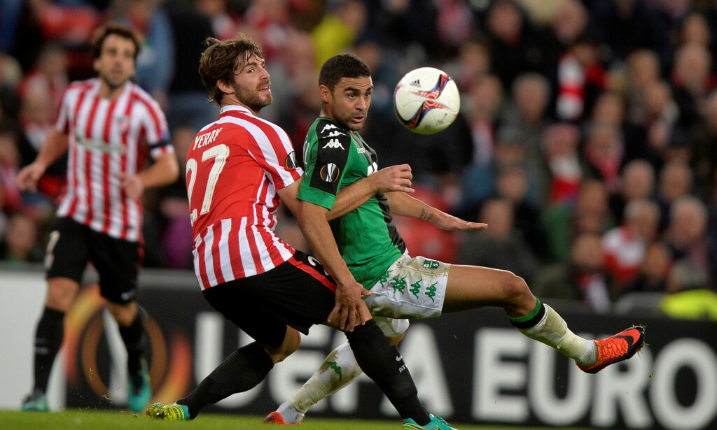 Football Soccer - Athletic Bilbao v Sassuolo - UEFA Europa League group stage - Group F - San Mames Stadium, Bilbao, Spain - 24/11/16 Athletic Bilbao's Yeray Alvarez fights for the ball with Sassuolo's Gregoire Defrel. REUTERS/Vincent West