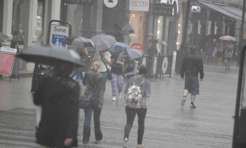 KRAFIG NEDBØR: - Nyt de neste dagene, oppfordrer meteorologen. For på søndag kommer regnet. Foto: Christian R Christensen