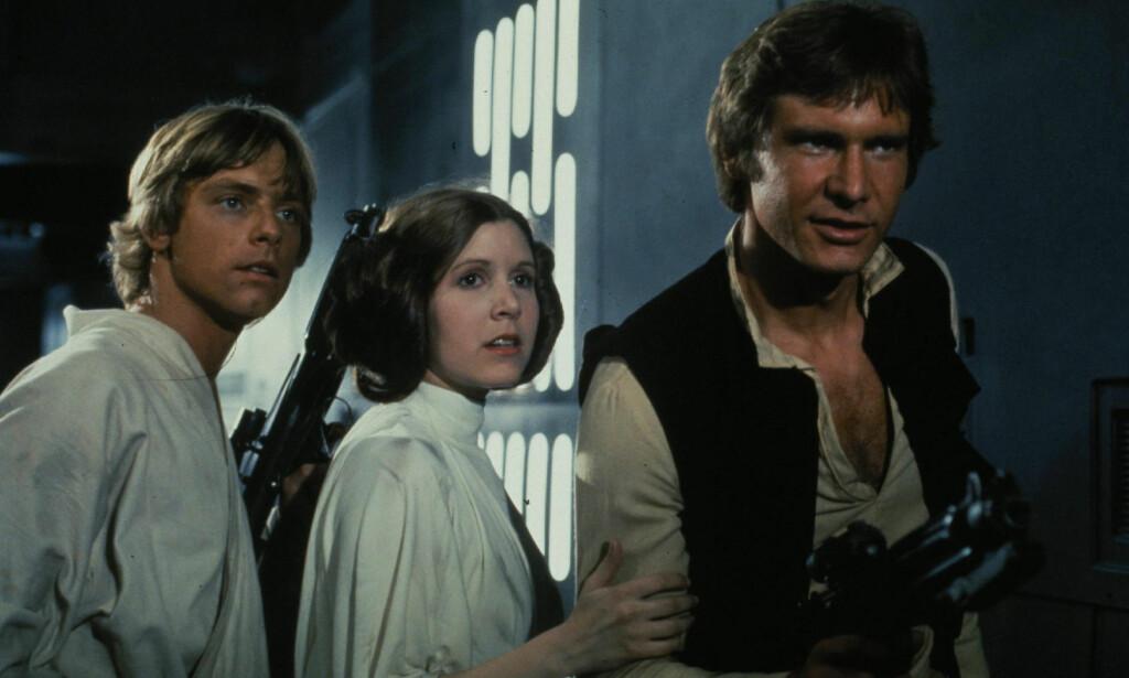 PRINSESSE LEIA: Carrie Fisher er med god margin mest kjent som prinsesse Leia Organa fra «Star Wars». Her sammen med Mark Hamill (Luke Skywalker), og Harrison Ford (Han Solo). Foto: Lucas Films / Zuma / NTB Scanpix