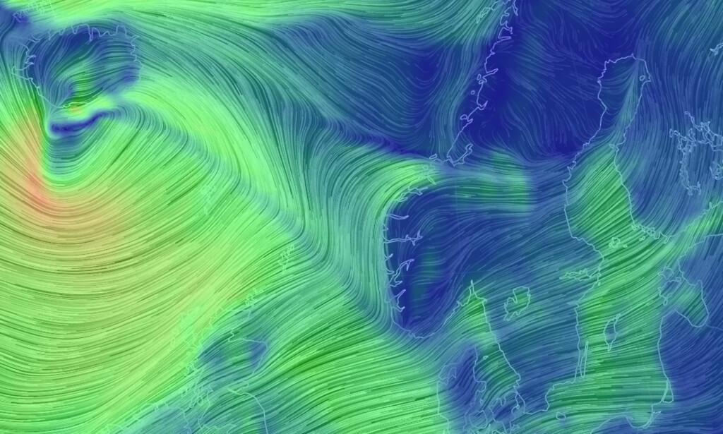 EKSTREMVÆR: De kraftige vindene som bygger seg opp sør for Island er ventet å treffe kysten av Norge i løpet av mandagen. Illustrasjon: Nullschool.net