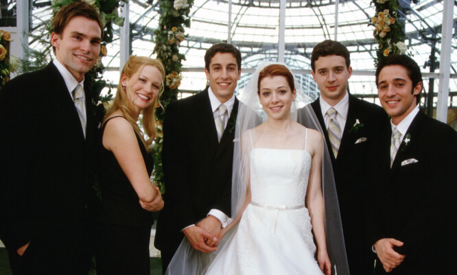 13 ÅR SIDEN: Seann William Scott, January Jones, Jason Biggs, Alyson Hannigan, Eddie Kaye Thomas og Thomas Ian Nicholas i 2003-filmen «American Wedding». Foto: NTB scanpix