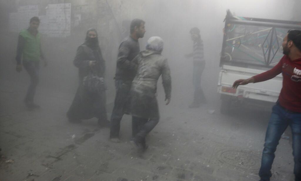 HARDE KAMPER: Fram til Bashar Al- Assads tropper tok over det østlige Aleppo, ble bydelen bombet frekvent. Foto: REUTERS/Abdalrhman Ismail      TPX /NTB Scanpix