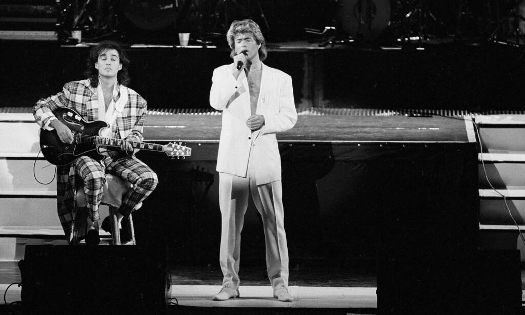 GLANSDAGENE: George Michael med mikrofonen med Wham!. Foto: AP