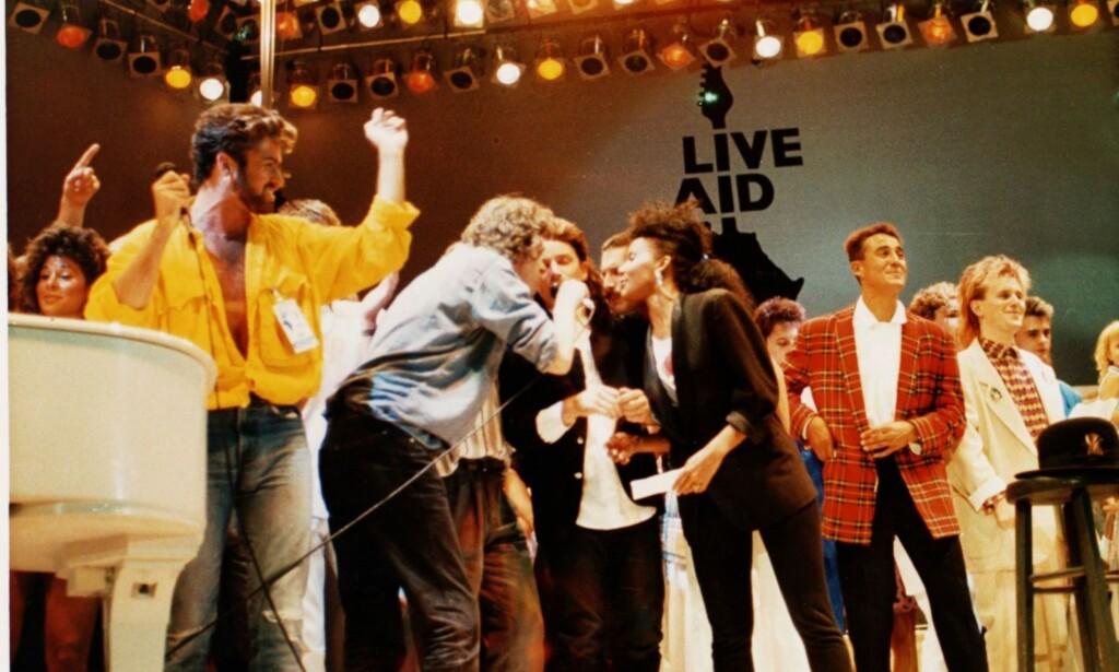 LIVE AID: Iført en stilig gul skjorte var George Michael sentral da britiske og irske artister dannet veldedighetsgruppa Live Aid i 1985. Foto:AP.