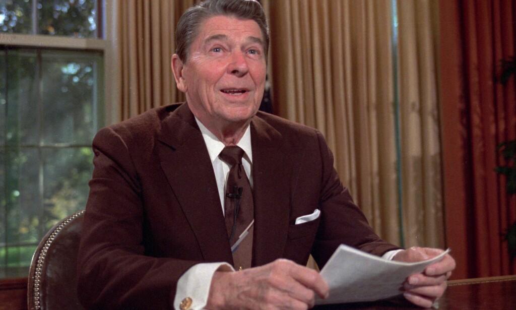 SPØKTE: Daværende president, Ronald Reagan, spøkte i 1984 om å bombe Sovjetunionen. Foto: AP Photo/Scott Stewart, File