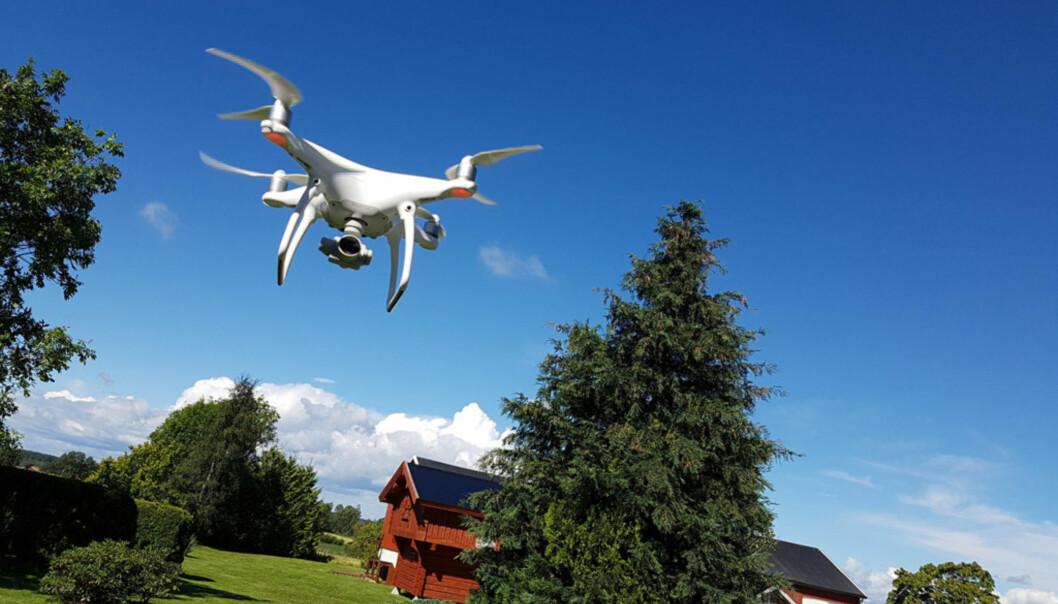 <strong>HØYT HENGER DE:</strong> Dji Phantom 4 var en av dronene som imponerte oss aller mest i 2016. Den tar opp video fra luften med en kvalitet som for kort tid siden var utenkelig i privatmarkedet. Foto: Pål Joakim Pollen