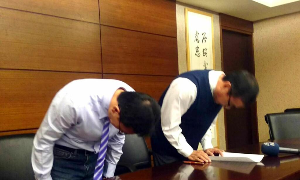 BEKLAGET: På julaften beklaget rektor Cheng Hsiao-ming og dekan Liao Ching-lin hendelsen. Foto: EPA / NTB Scanpix