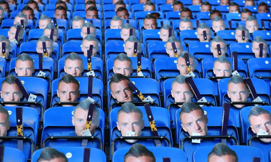 FULL TRIBUNE: 30 000 Jamie Vardy-masker ble trykket opp av klubben i den første av tre kamper uten ham. Foto: NTB Scanpix