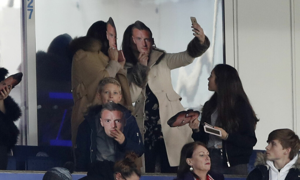 KONA VILLE LIKNE MANNEN: Jamie Vardys kone, Rebekah Vardy, tok selv på en av Vardy-maskene. Foto: Reuters / Carl Recine Livepic / NTB Scanpix