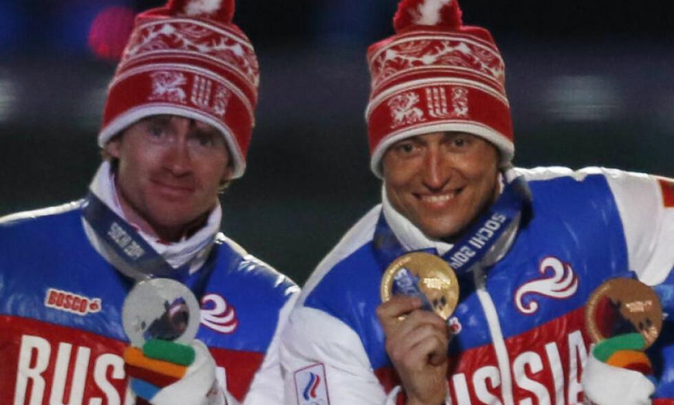 - MIDLERTIDIG UTESTENGT: Russiske R-Sport melder i ettermiddag at Aleksander Legkov (t.h.) og Maksim Vylegzjanin mister Tour de Ski fordi de er midlertidig utestengt i etterkant av opplysningene i McLaren-rapporten. Foto: REUTERS / Phil Noble / NTB Scanpix