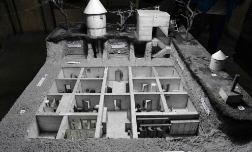 FØRER-BUNKERSEN: En modell av det underjordiske systemet som utgjorde Hitlers bunkers er utstilt. Foto: AFP / NTB Scanpix