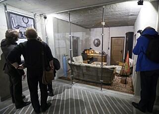 BLANDET MOTTAGELSE: Ikke alle er like fornøyd med at bunkersen hvor Hitler tilbragte sine siste dager er gjenskapt og åpnet for publikum mot inngangspenger. Foto: EPA /NTB Scanpix